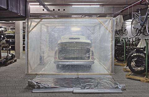Auto im Keller des Deutschen Museums in München