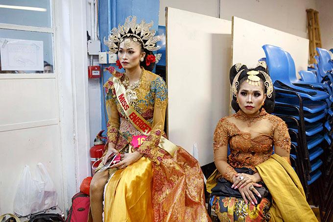 kostümierte Haushälterinnen