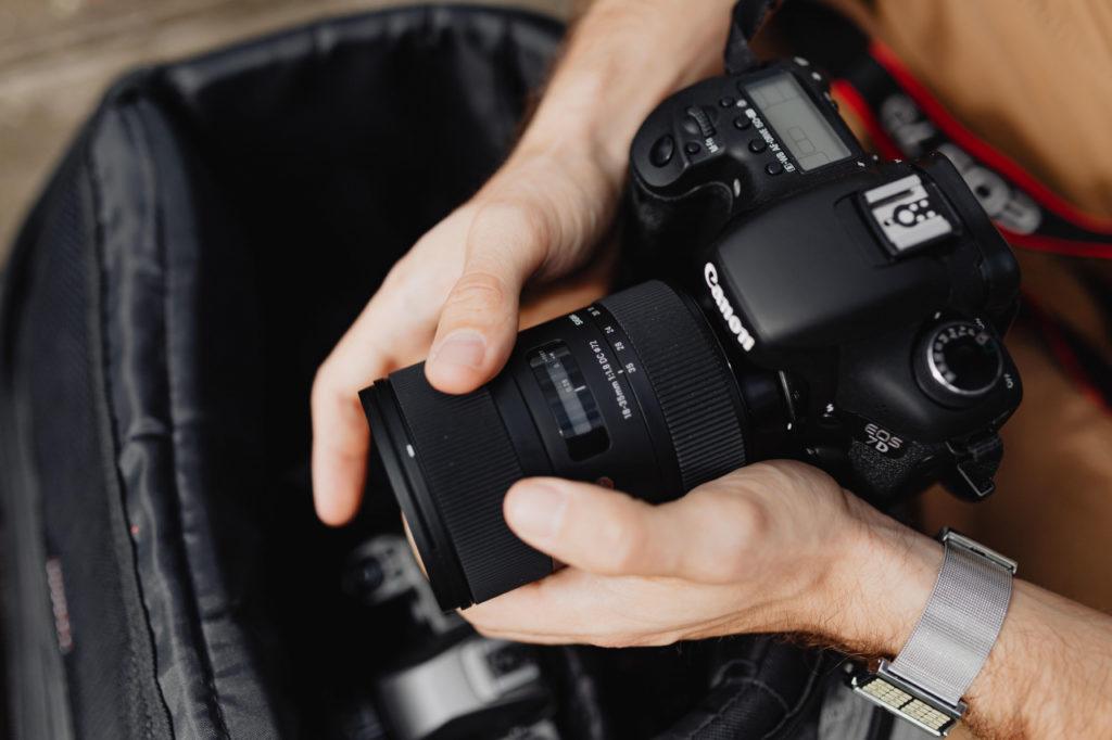 Kamera und Hände