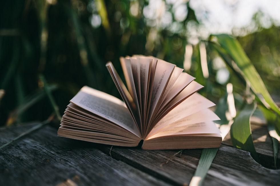 Blätterndes Buch statt Startseiten-Slider