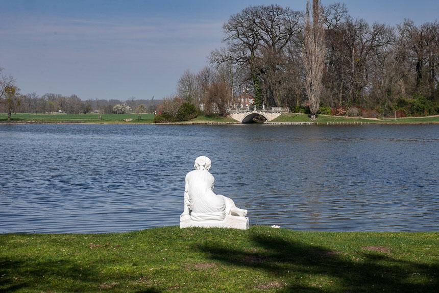 Dessau-Wörlitz Figur am Wasser